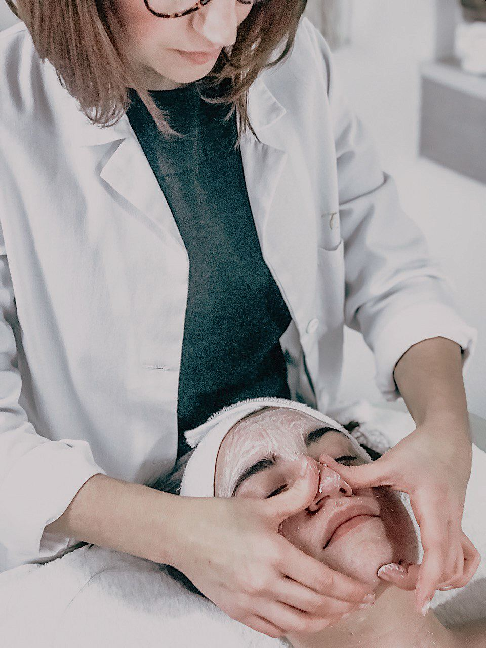 Tatiana Cutelli, a well-known expert and facial coach in Italy